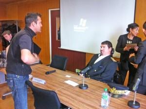 Mr le préfet Parisot en pleine discussion avec Pierre